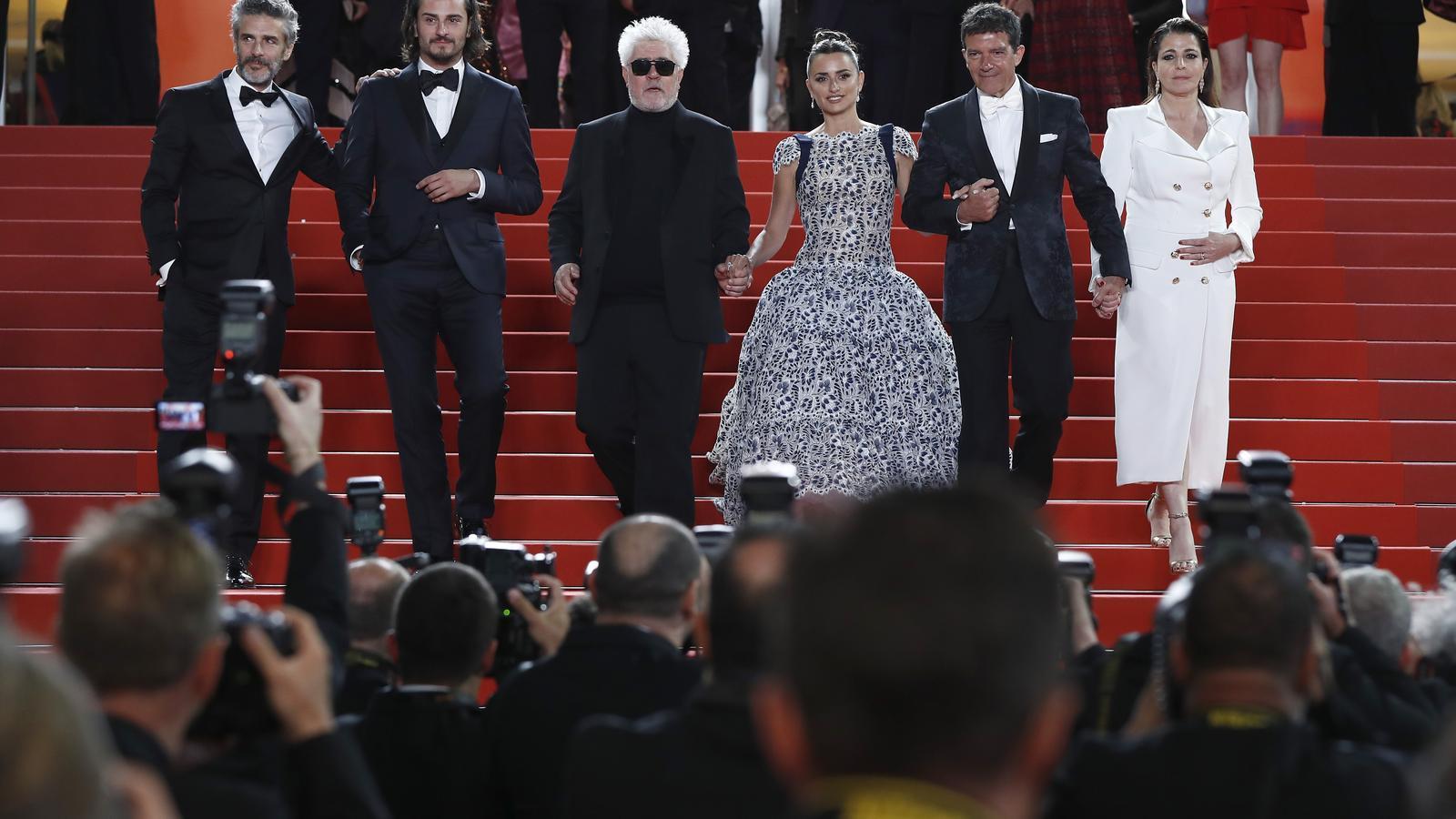 Pedro Almodóvar a la gala de 'Dolor y gloria' al festival de Canes, amb Leonardo Sbaraglia, Asier Etxeandía, Penélope Cruz i Antonio Banderas