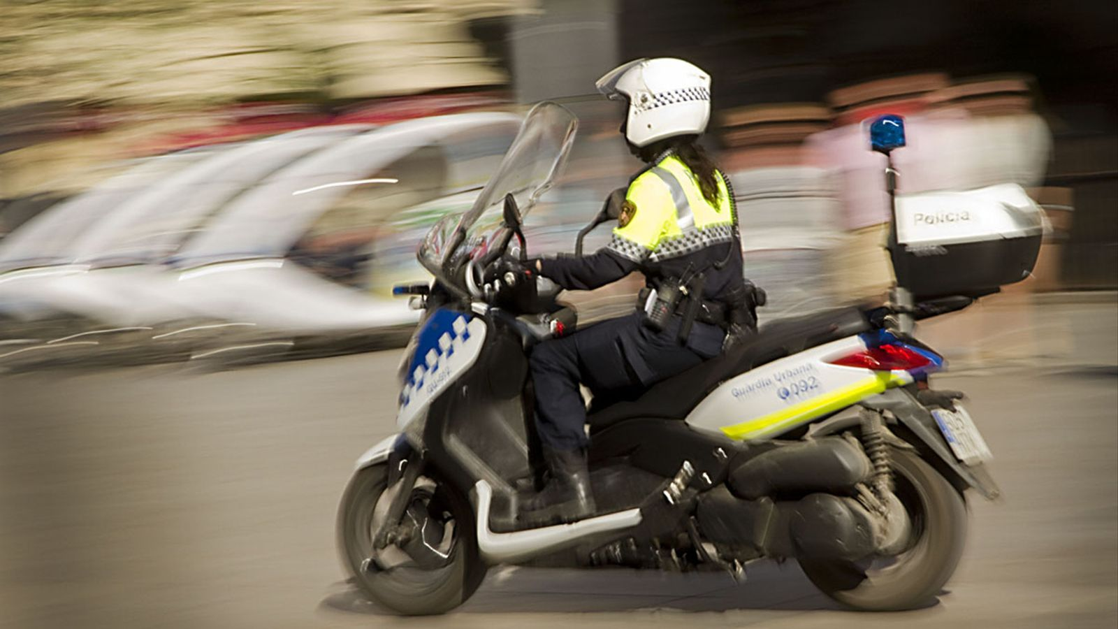 Una agent de la Guardia Urbana en moto. RUTH MARIGOT