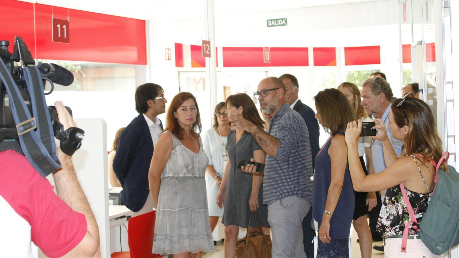 Francina Armengol ha visitat les noves oficines, que tenen 37 punts d'atenció.