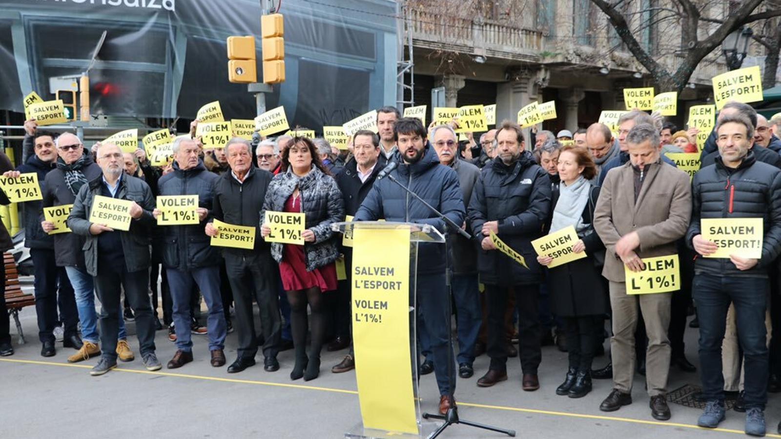L'esport català s'ha concentrat davant la conselleria d'Economia per reclamar l'1% dels pressupostos per al sector esportiu