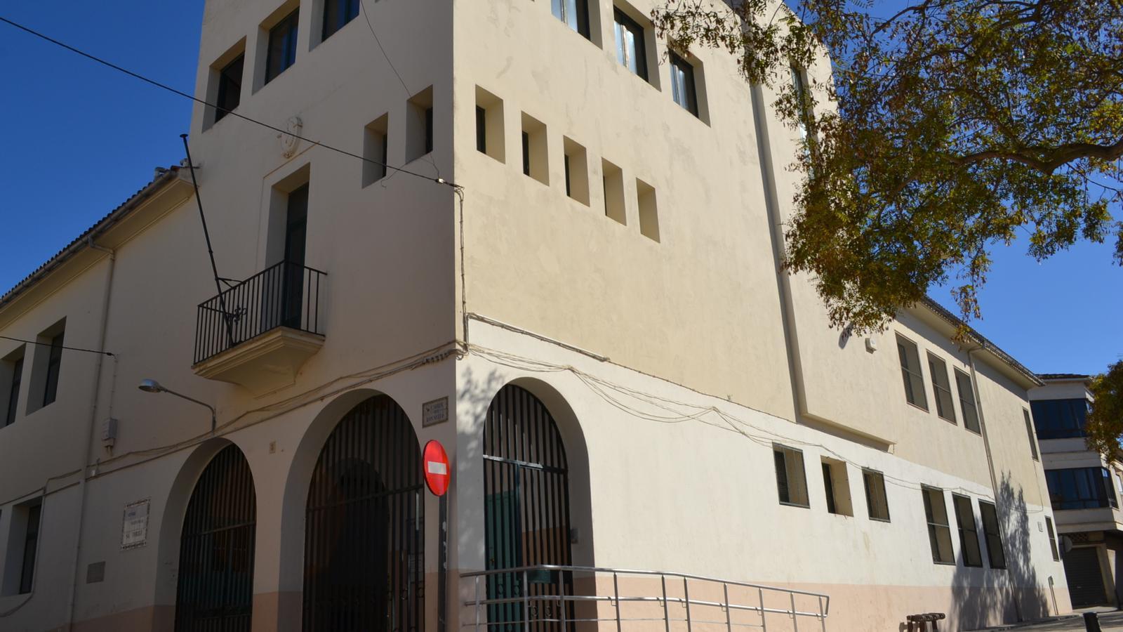 Façana principal del col·legi d'infantil de sa Torre.