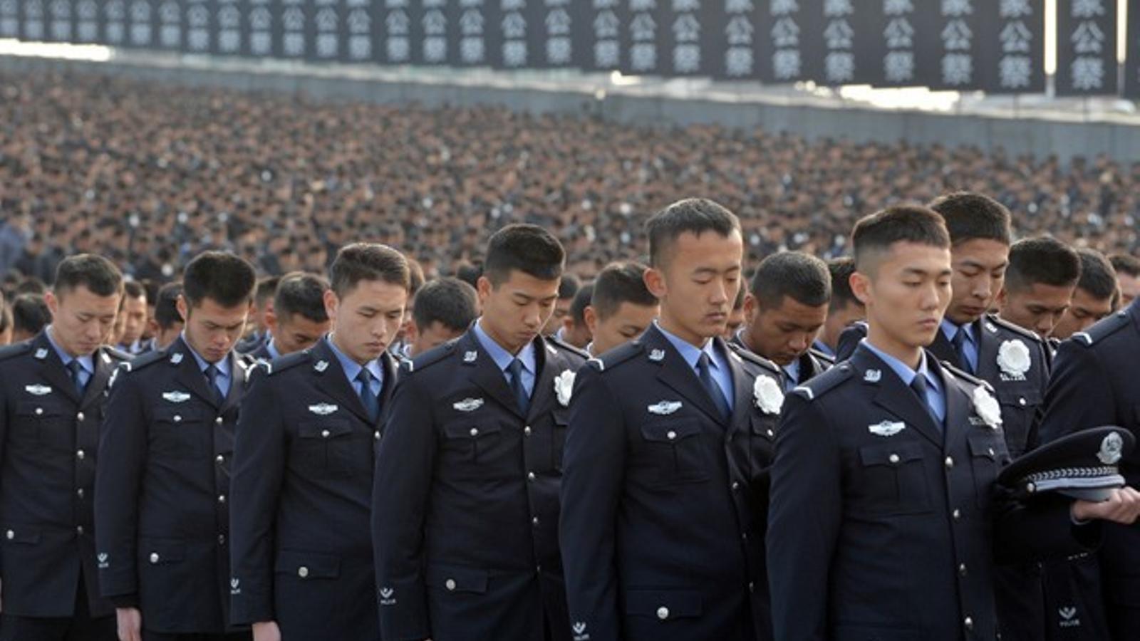 Policia xinesa durant l'acte de commemoració de la masacre de Nanjing.
