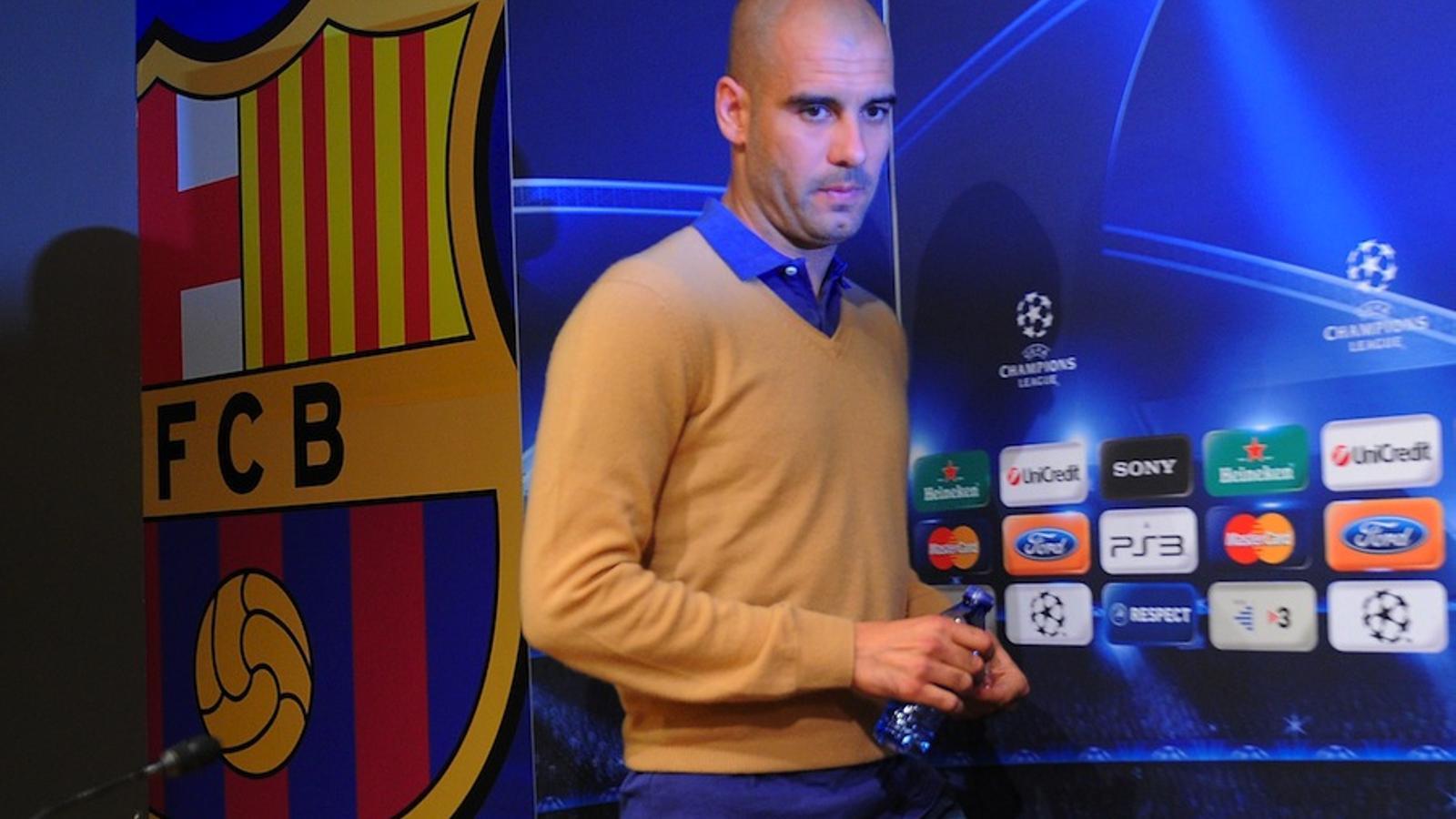 Pep Guardiola, entrant a la sala de premsa del Camp Nou.