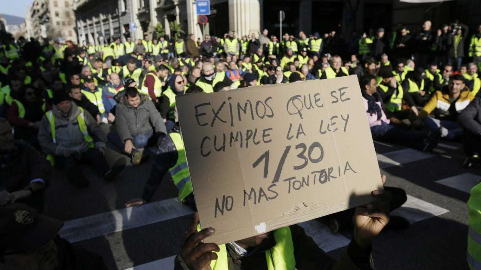 Els taxistes seuen a la Via Laietana