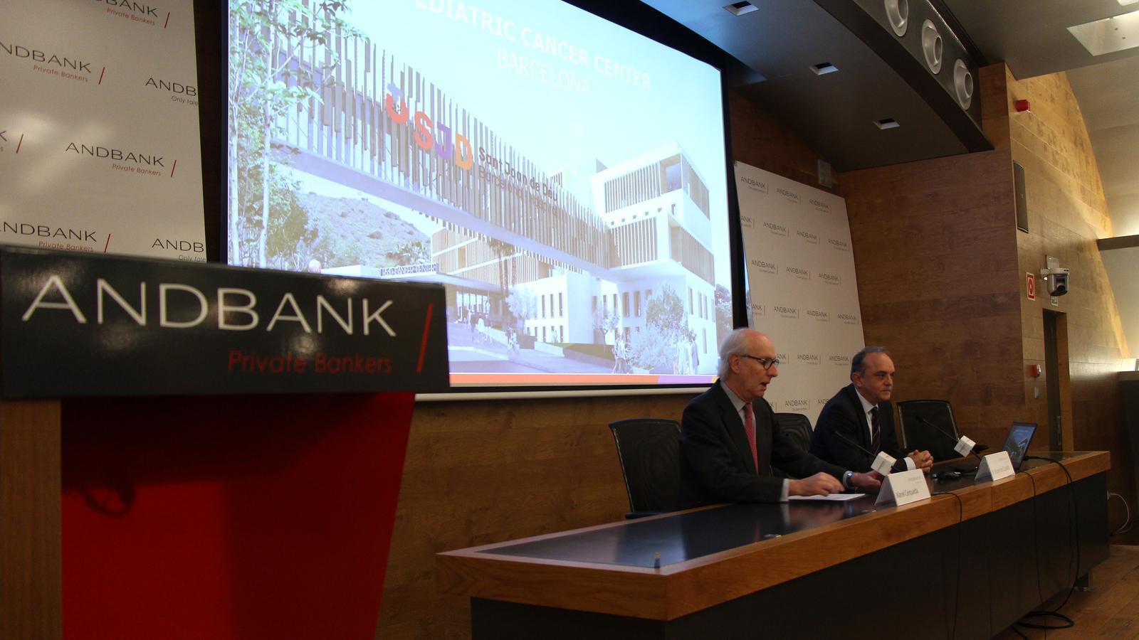 El director gerent de l'hospital Sant Joan de Déu, Manel del Castillo, presenta el projecte juntament amb el president d'Andbank, Manel Cerqueda. / M. F. (ANA)