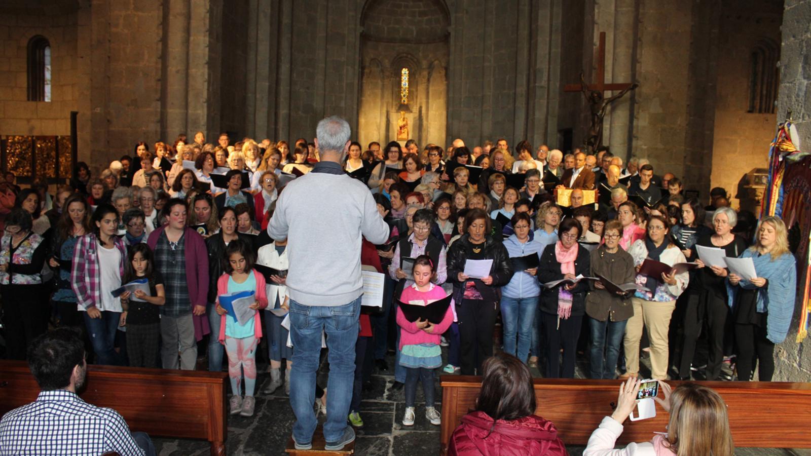 300 cantaires participent en el 35è Aplec Coral de la zona nord