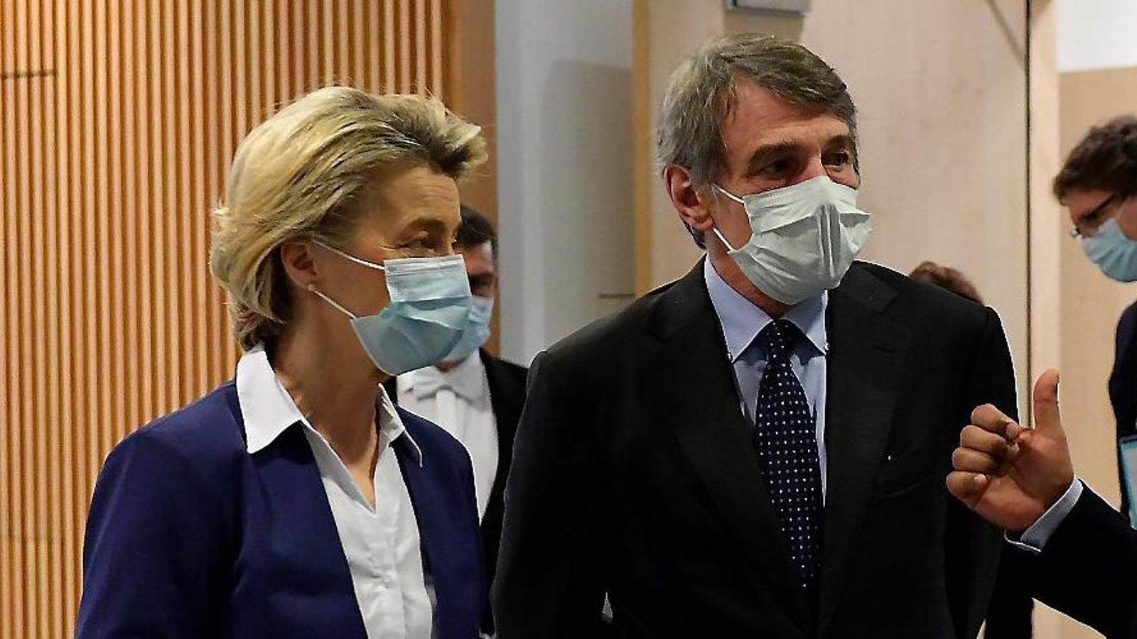La presidenta de la Comissió Europea, Ursula von der Leyen; el president del Parlament Europeu, David Sassoli, i el president portuguès, António Costa.