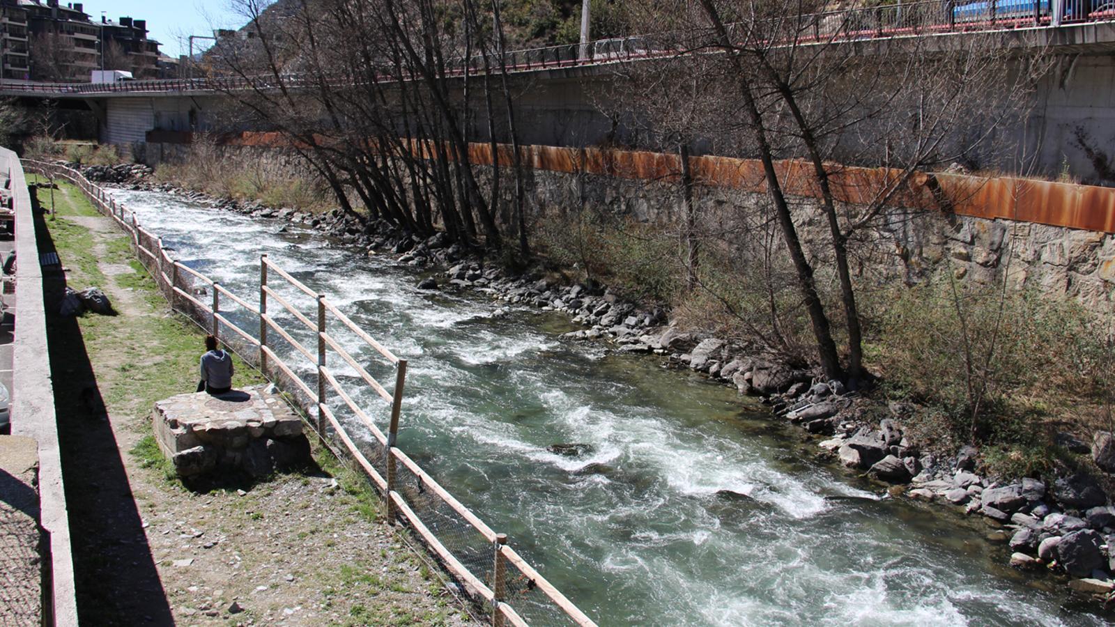 El riu Valira al seu pas per Sant Julià de Lòria. / ARXIU ANA