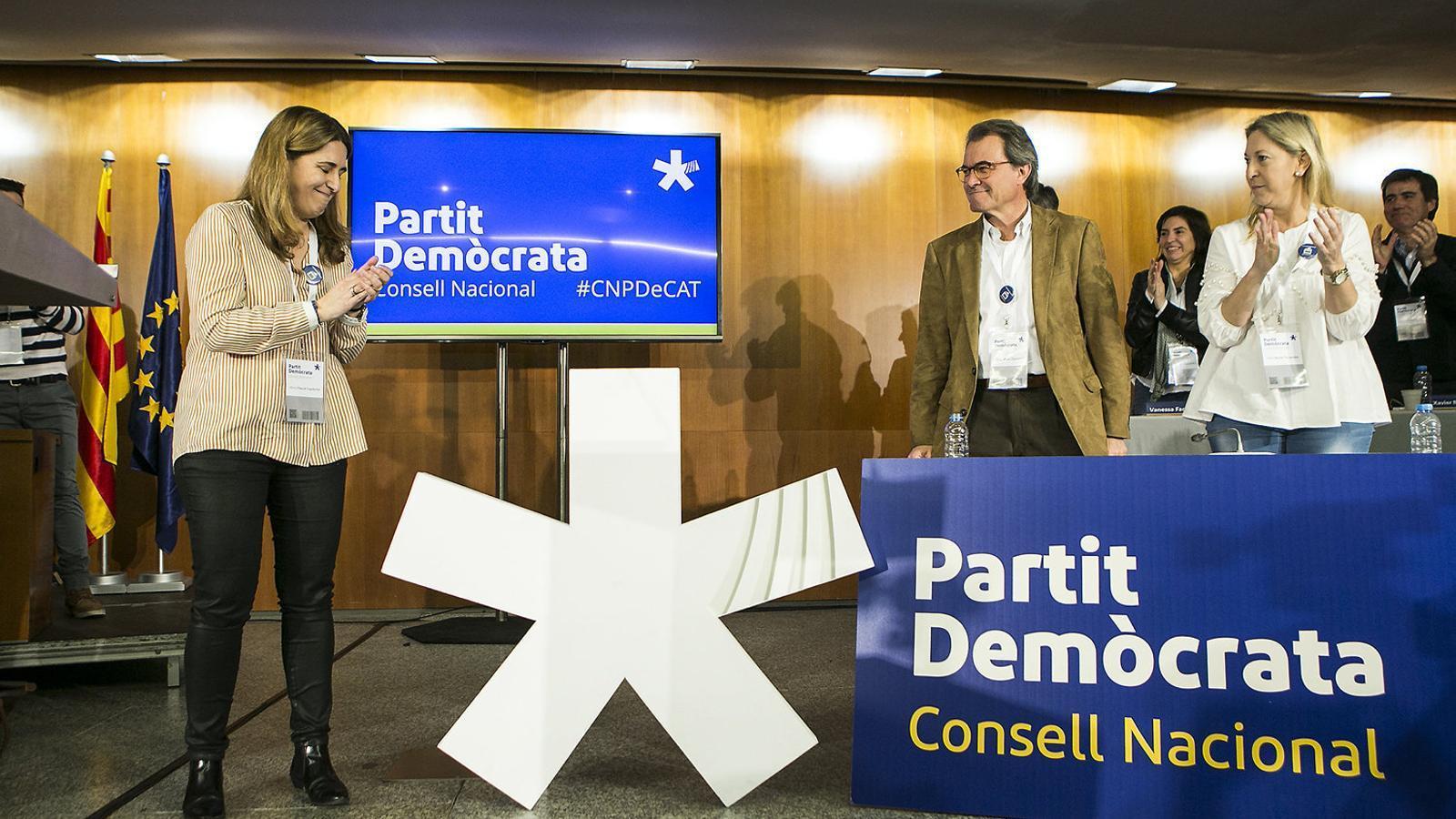 Que hi ha algú al centre polític?