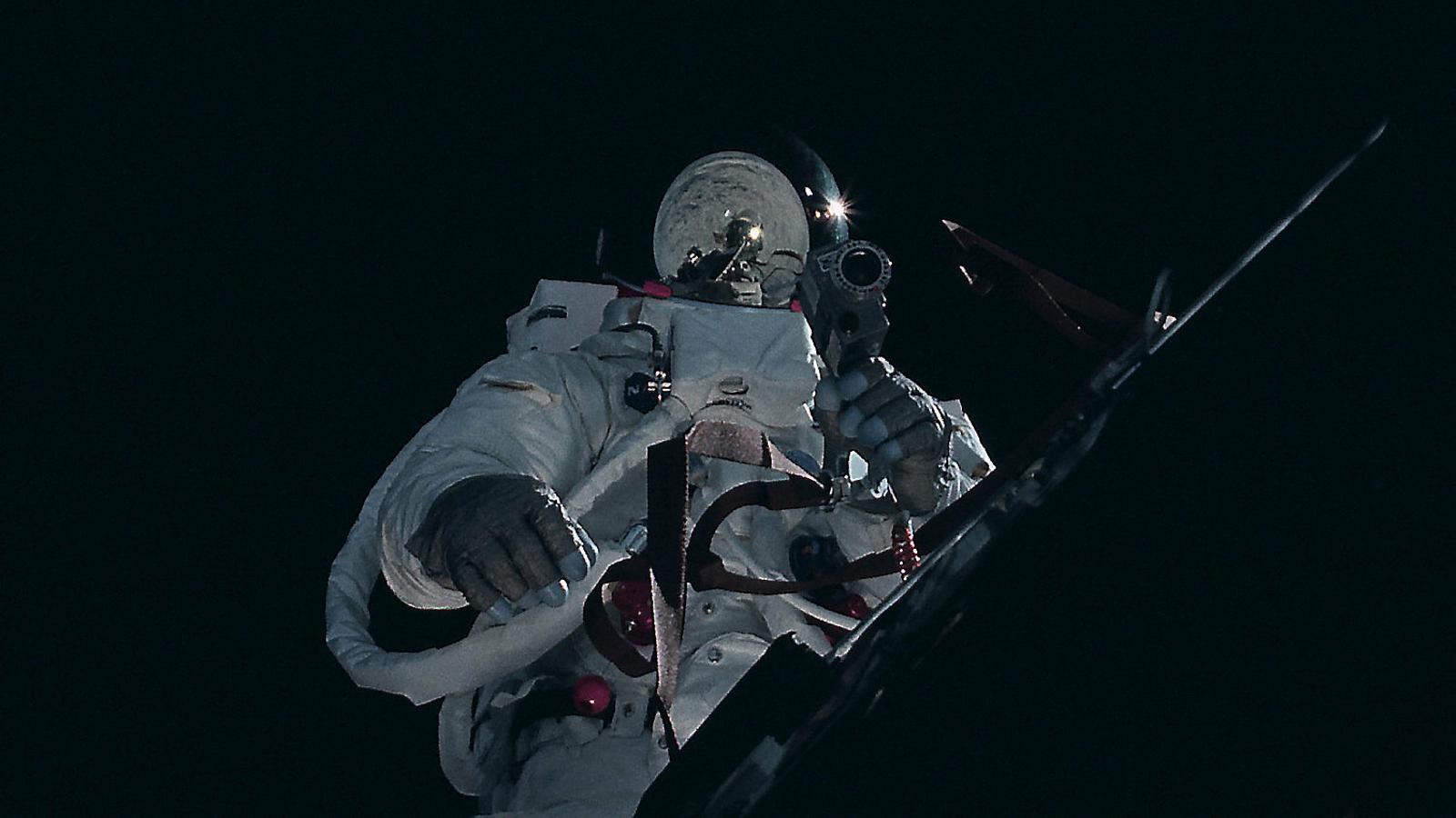 Loop: videoart per tornar a la Lluna i arreglar la Terra