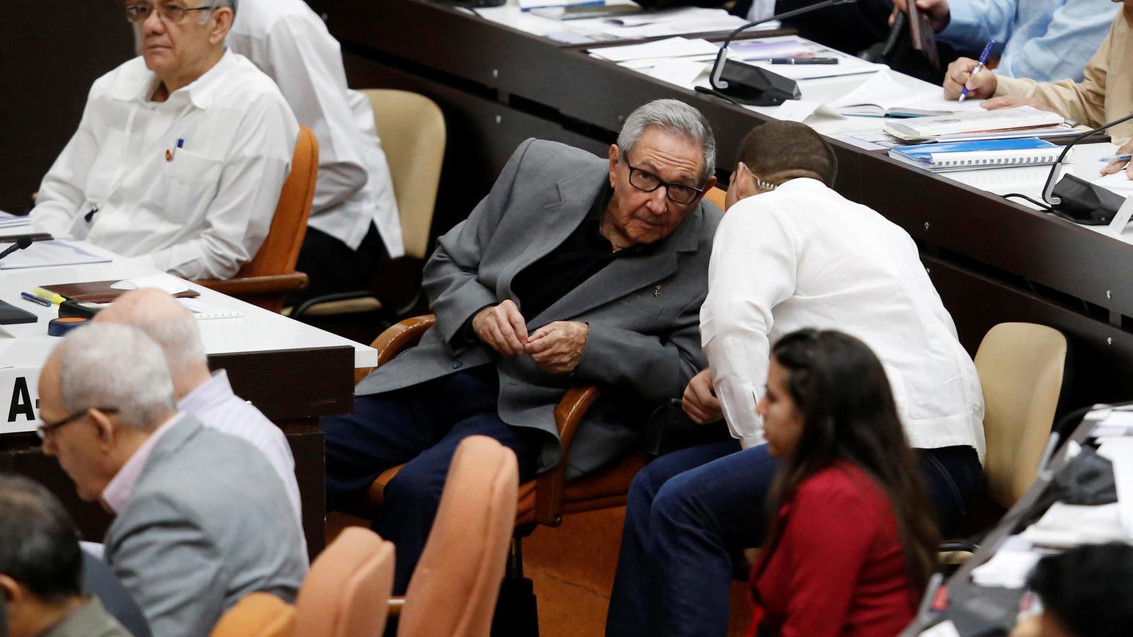 L'expresident cubà Raúl Castro durant la sessió parlamentària que va aprovar el text definitiu de la nova Constitució / REUTERS