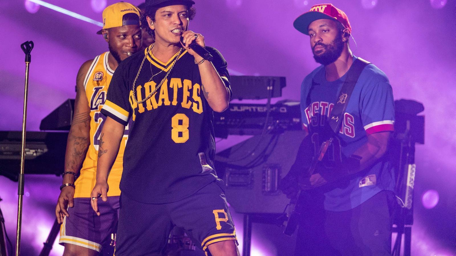 Bruno Mars, rei d'una festa del funk de 24 quirats Elvis Costello, un rebel a la zona alta