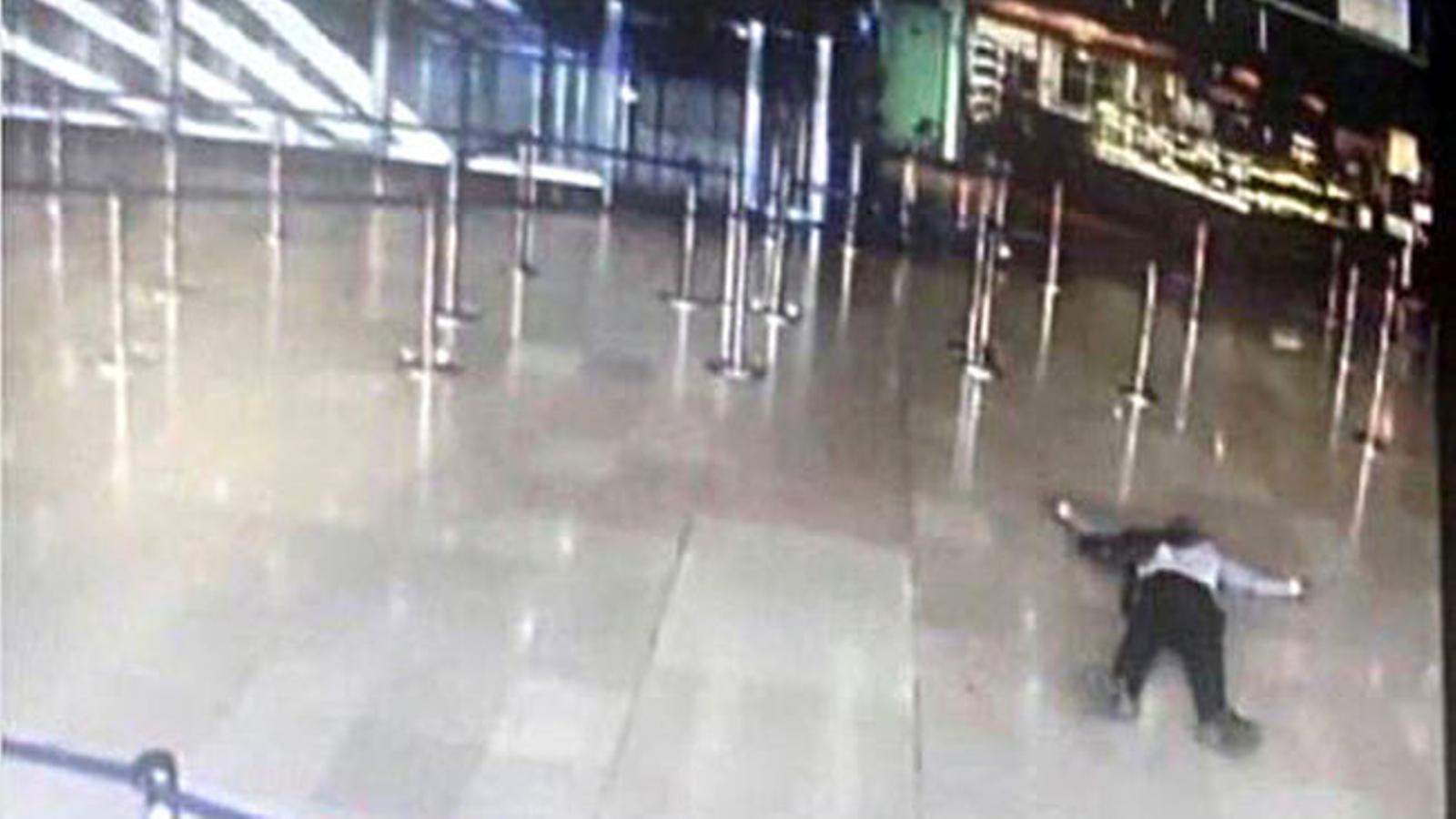 Surt a la llum un vídeo de l'atac a l'aeroport d'Orly