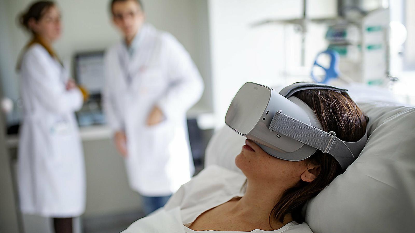 Les ulleres de realitat virtual  Que fan perdre la por als hospitals