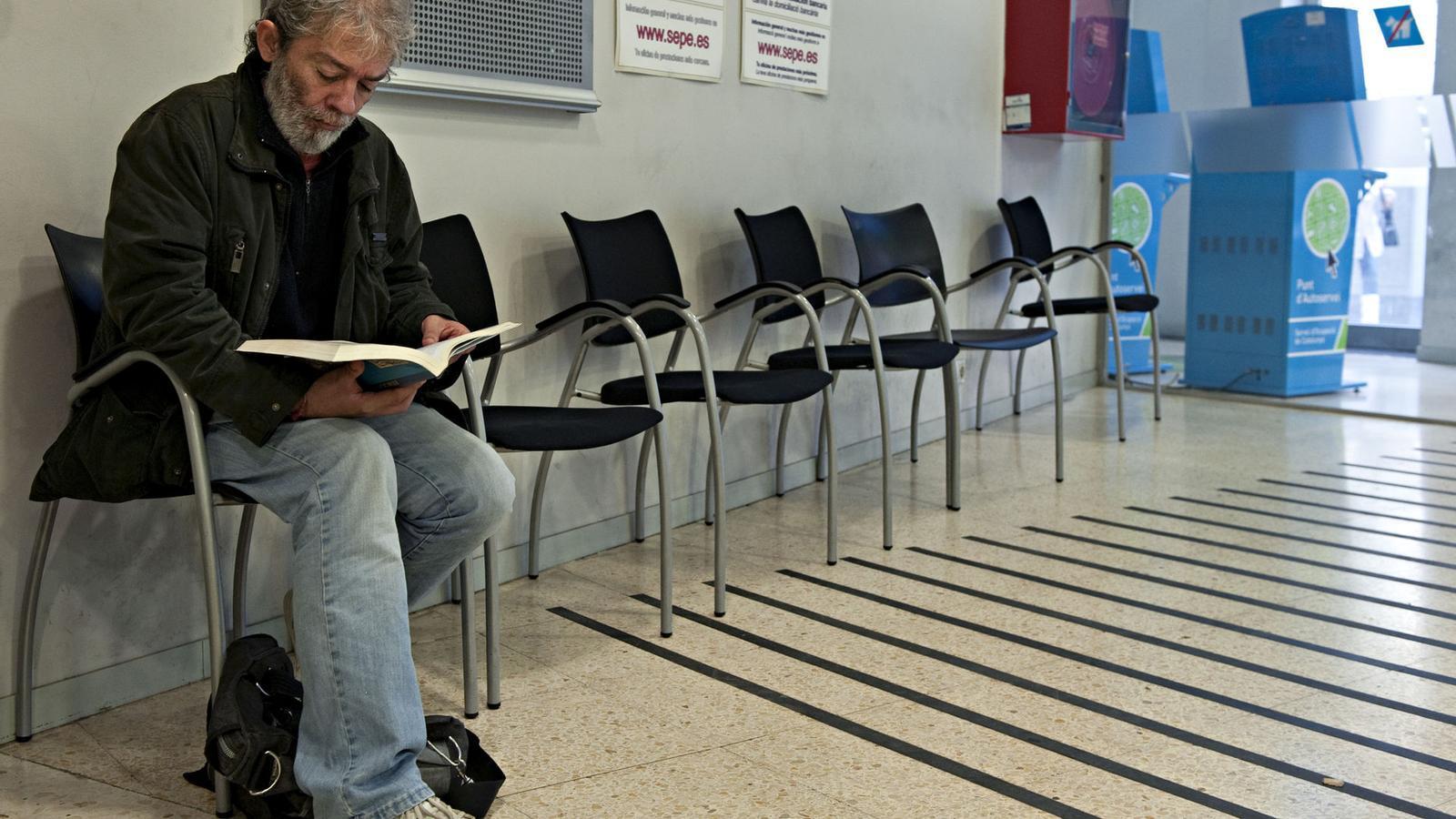 El 2012 tanca amb m s aturats i menys afiliats a la for Oficines seguretat social barcelona