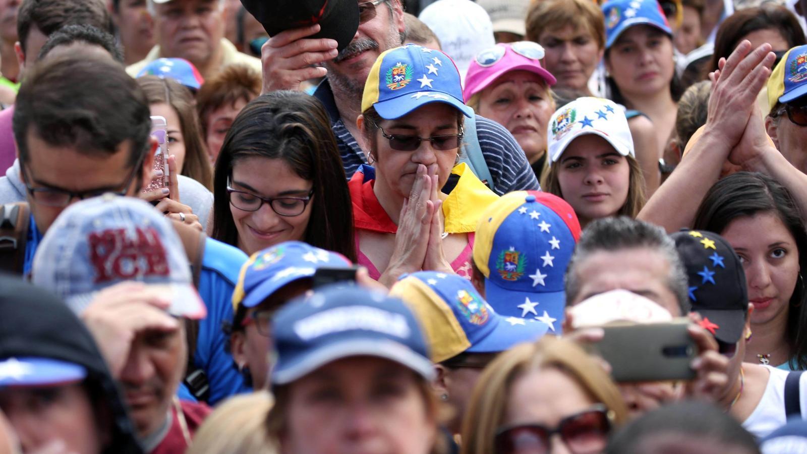 Nits sense dormir per a l'exili veneçolà a Catalunya