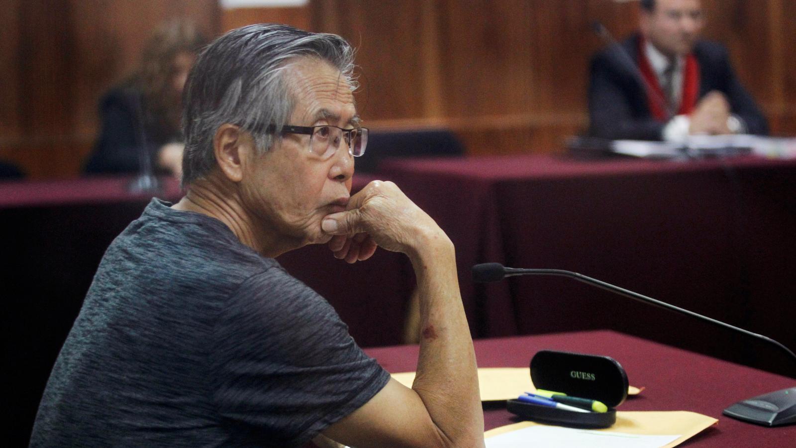 Fujimori escolta la sentència del tribunal en una imatge d'arxiu de l'any 2015.