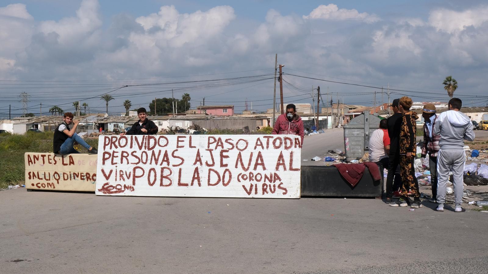 Entrada del poblat de Son Banya, a Palma, durant la crisi pel coronavirus