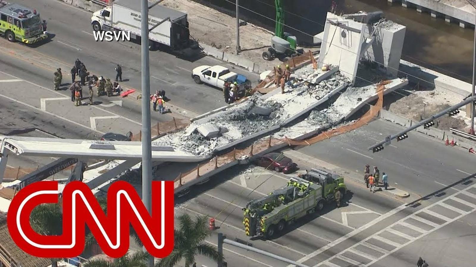 Imatges de l'esfondrament d'un pont de Miami.