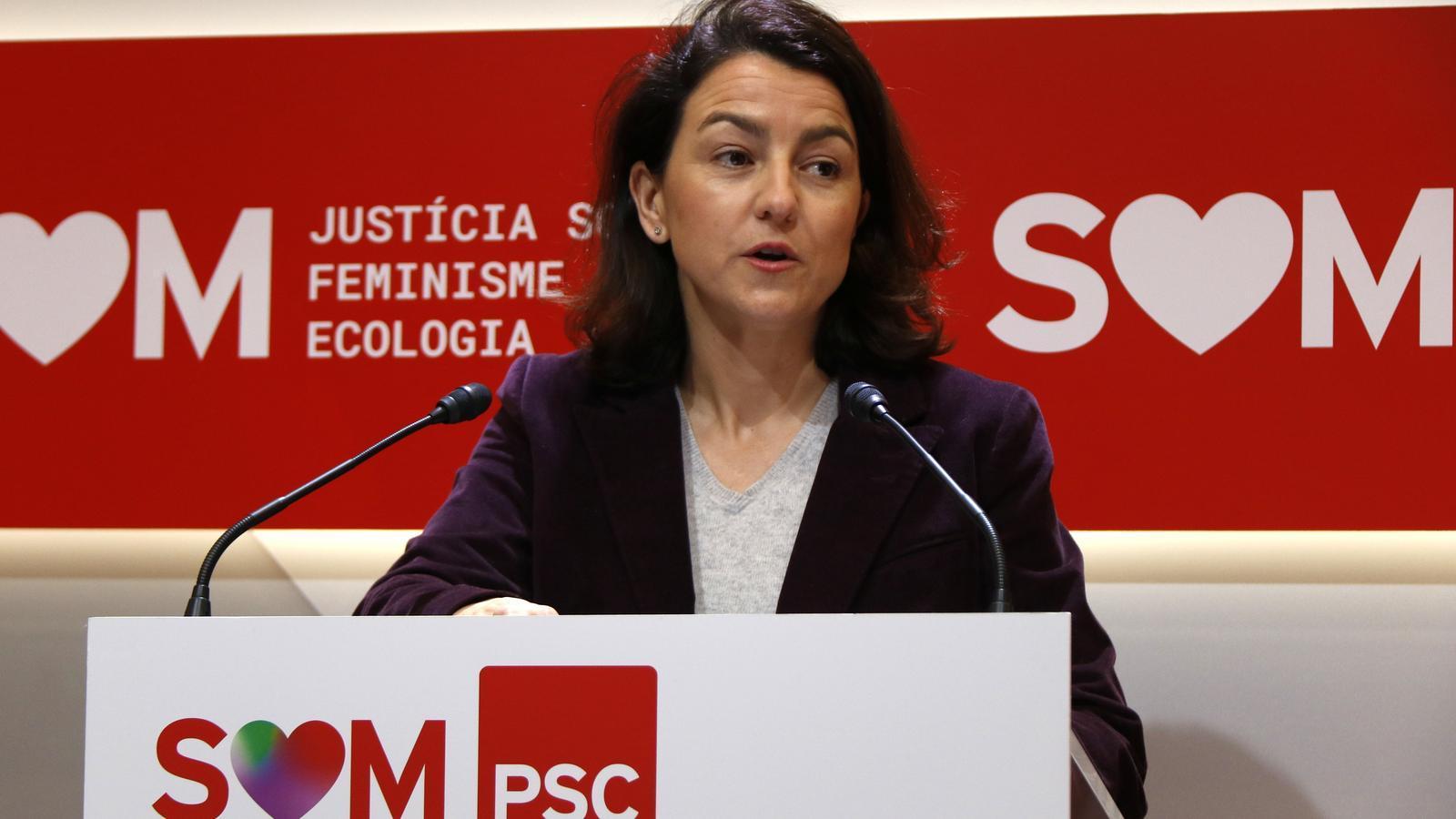 La portaveu del PSC al Parlament, Eva Granados, aquest dilluns en roda de premsa.
