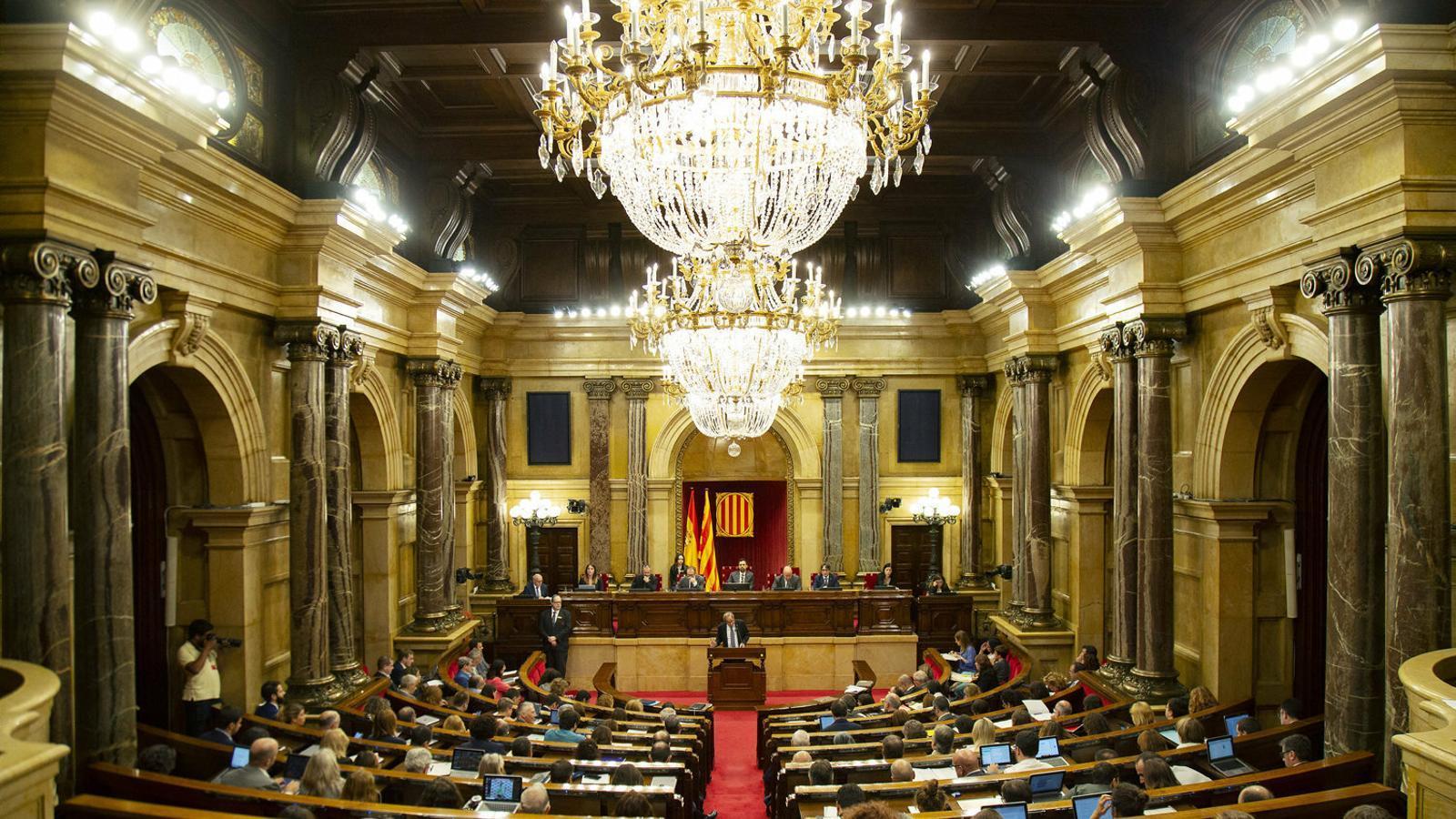 Imatge de l'hemicicle del Parlament durant la intervenció del president del Govern, Quim Torra, en l'últim debat de política general.