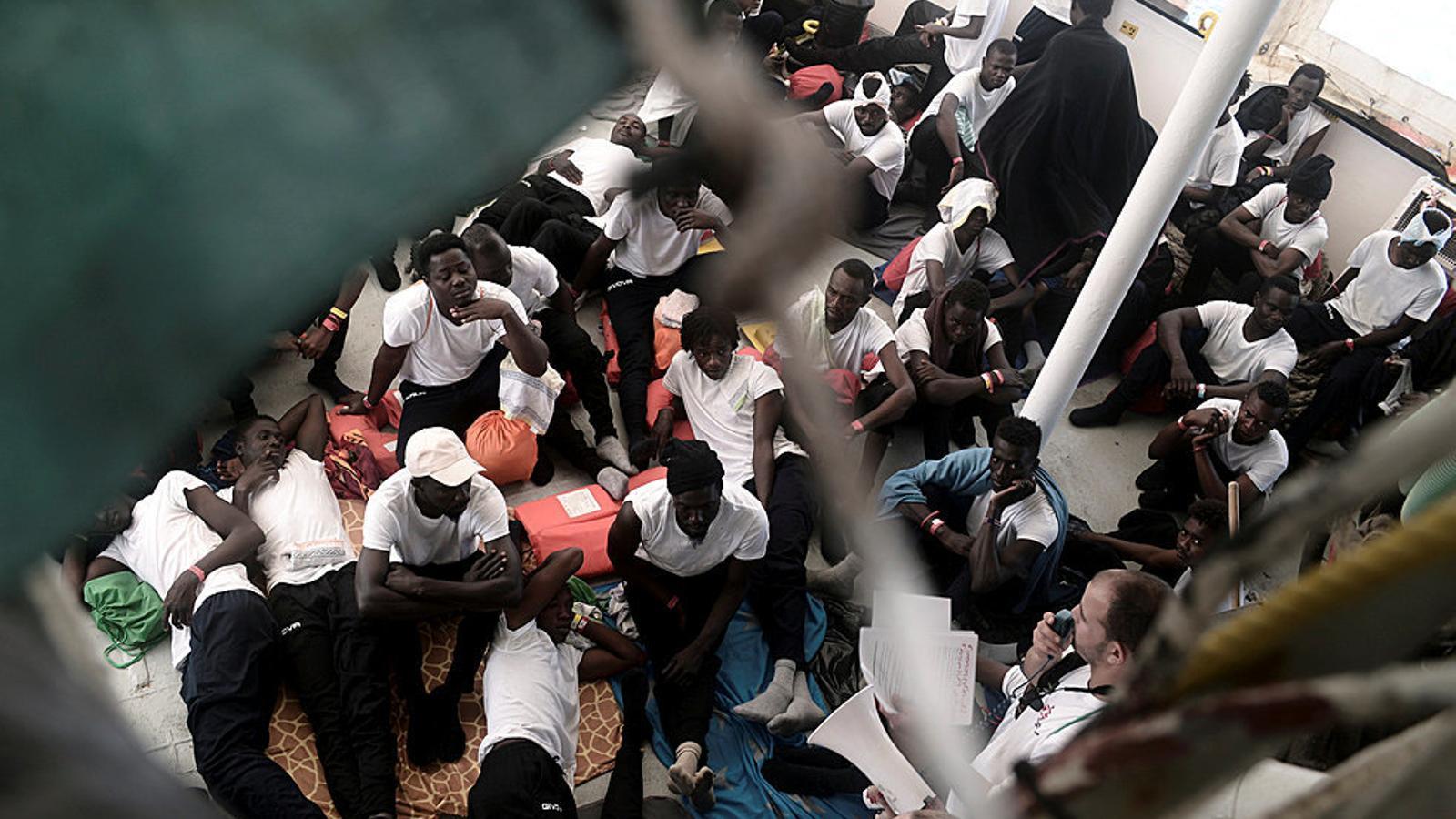 Els migrants, a bord del vaixell 'Aquarius' la setmana passada.