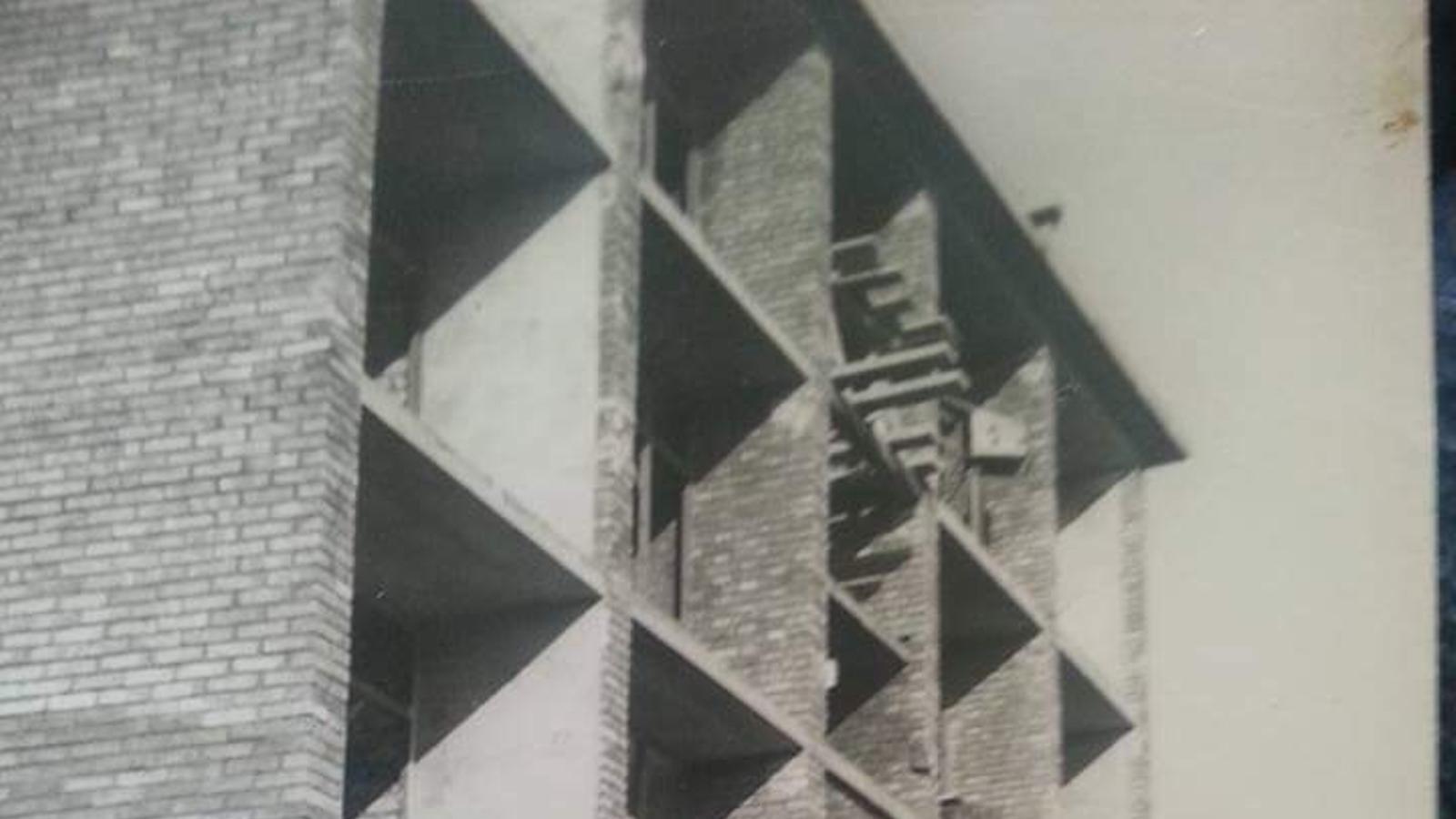 Les obres de construcció de l'edifici original al carrer Fortuna, 3