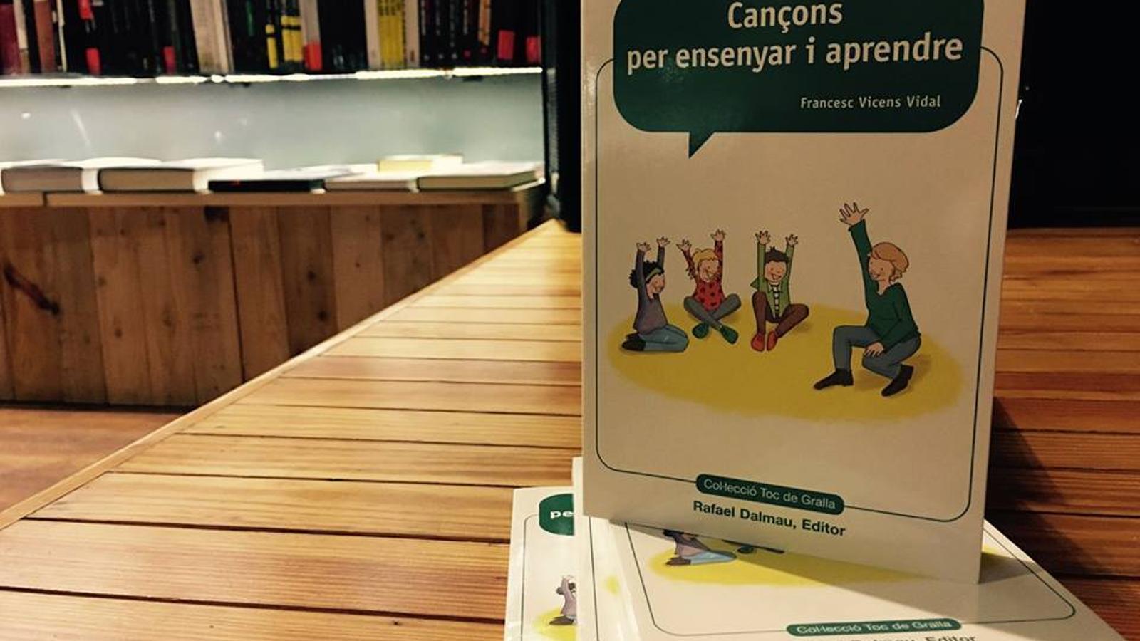 Portada del llibre 'Cançons per ensenyar i aprendre' del musicòleg Francesc Vicens. / ARA BALEARS