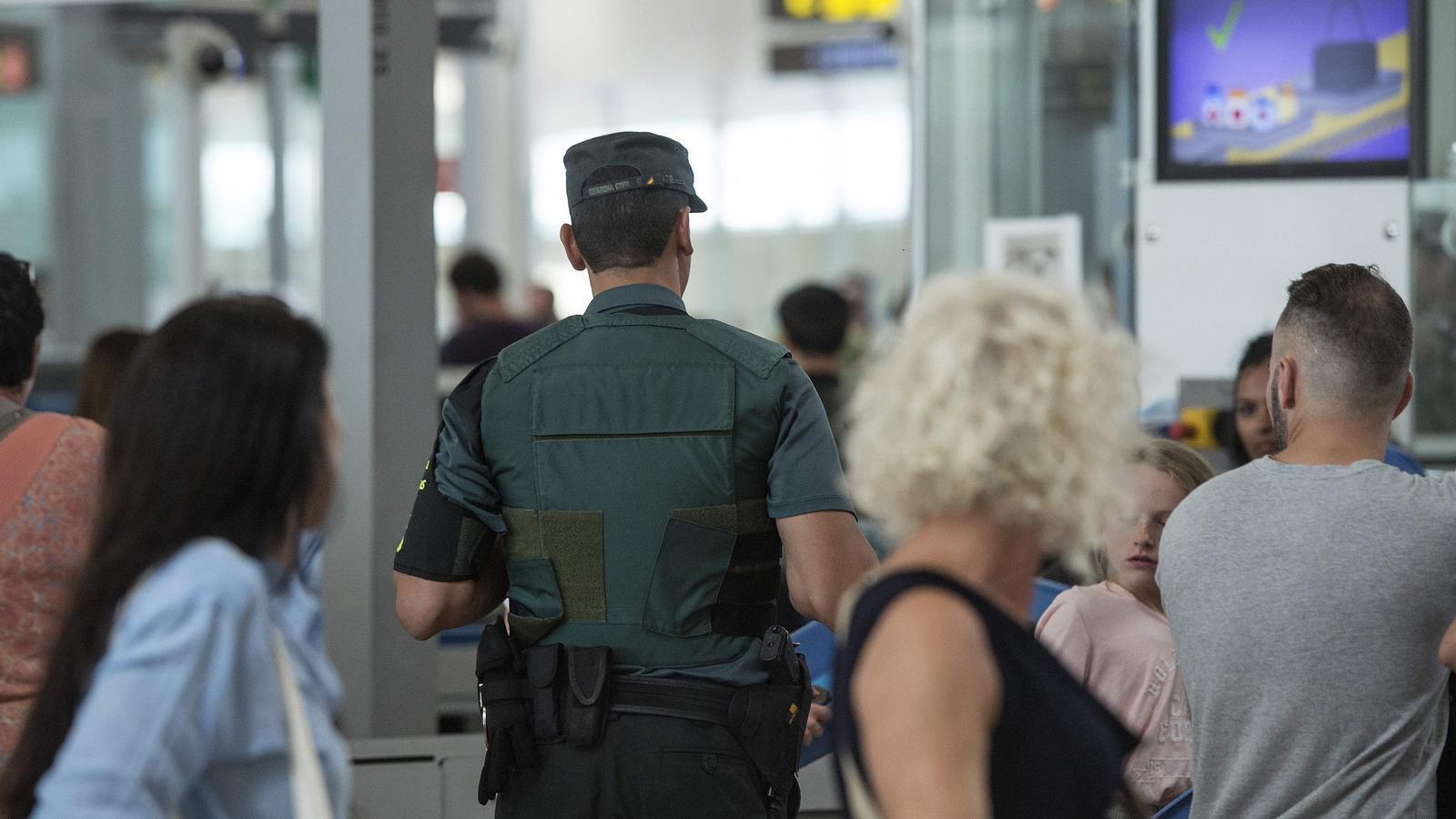 L'Estat mobilitza agents de la Guàrdia Civil de fora de Catalunya pel dispositiu del Prat