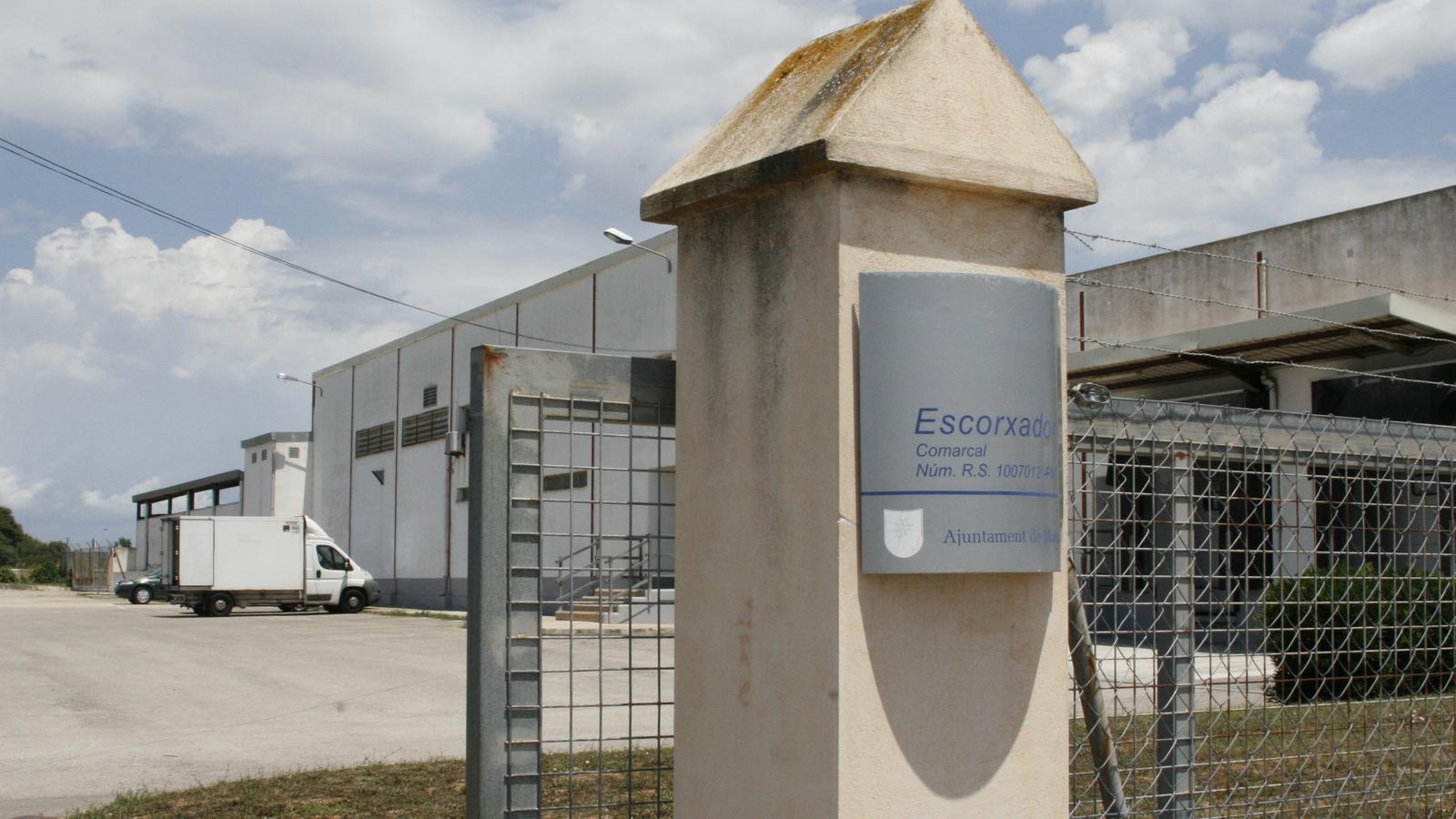 L'escorxador pot recobrar la seva activitat el dia 25, segons les previsions de l'Ajuntament.