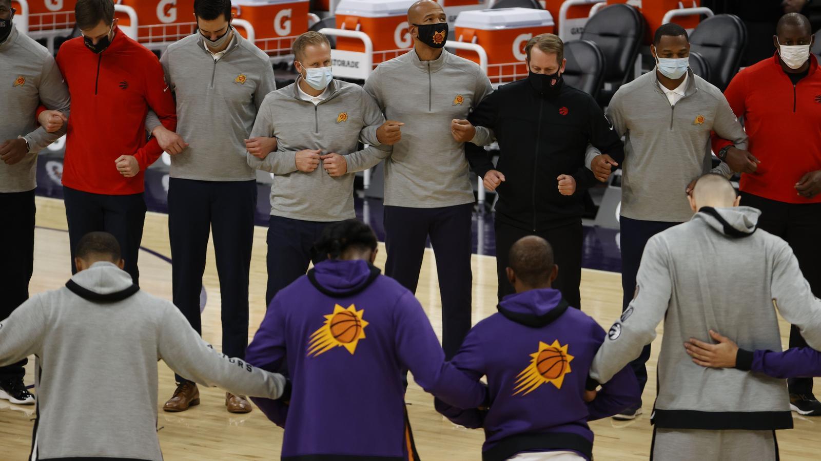Els Phoenix Suns i els Toronto Raptors s'han unit per protestar