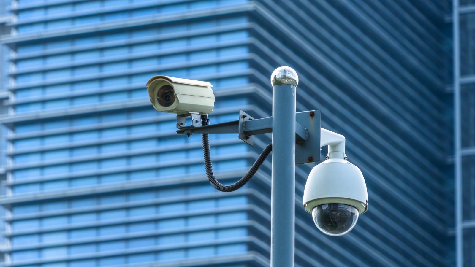 Primer pla d'una càmera de vigilància