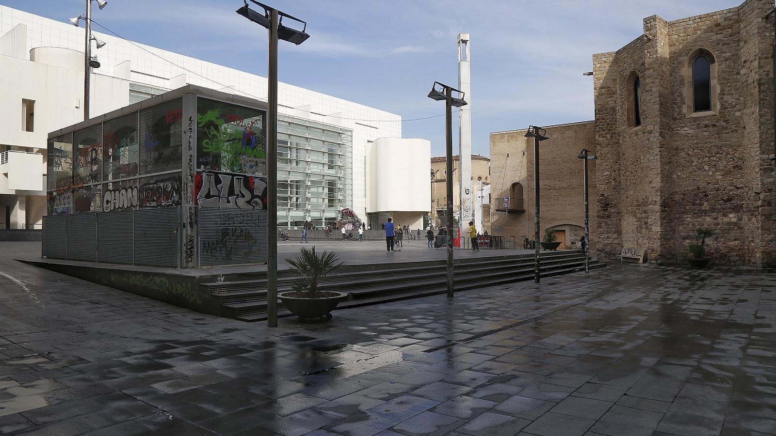 La Plaça dels Àngels, vista desde el punt on s'ubicarà el nou edifici.