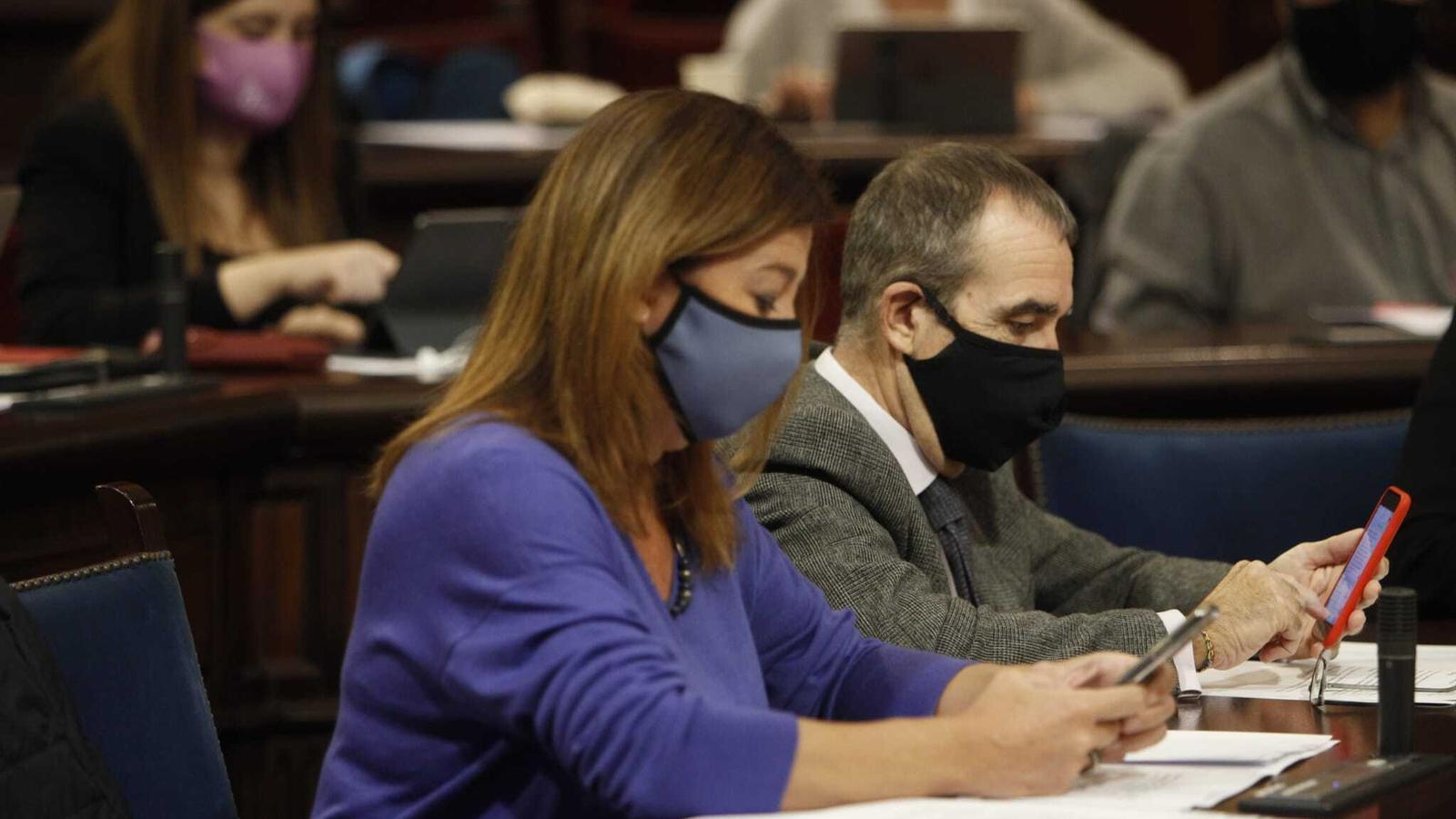 La presidenta del Govern, Francina Armengol, en el ple del Parlament d'aquest dimarts