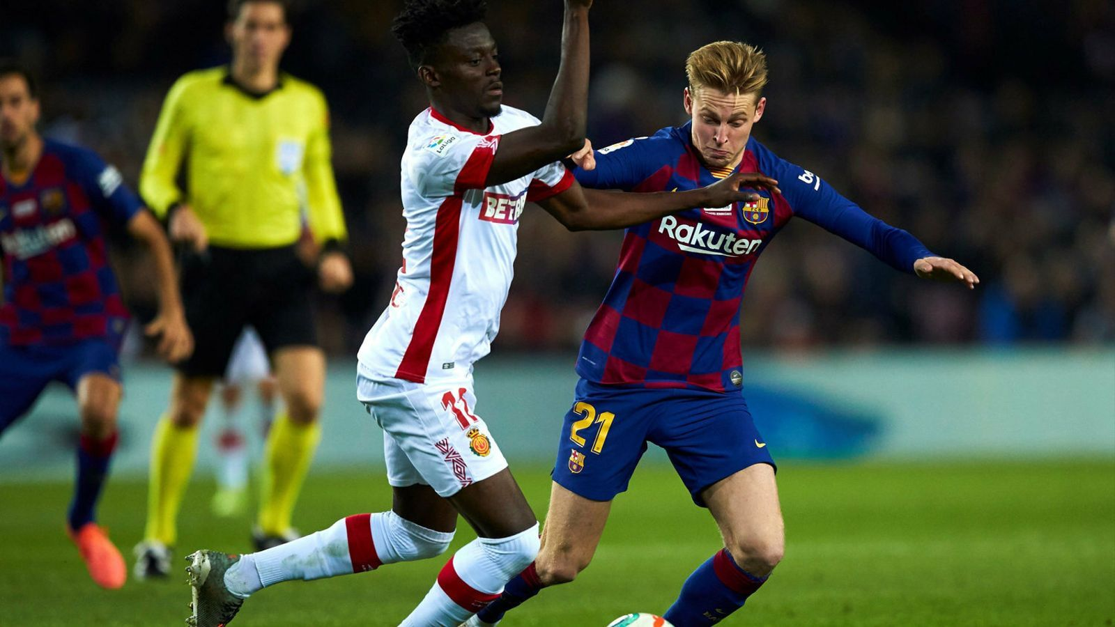 El migcampista holandès del Barça, Frenkie de Jong, en el partit d'ahir contra el Mallorca al Camp Nou.