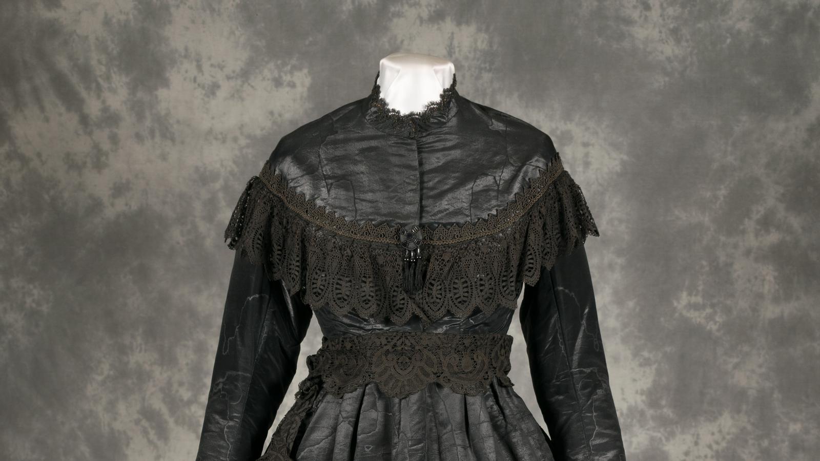 Un vestit negre de núvia del Museu de la Vida Rural