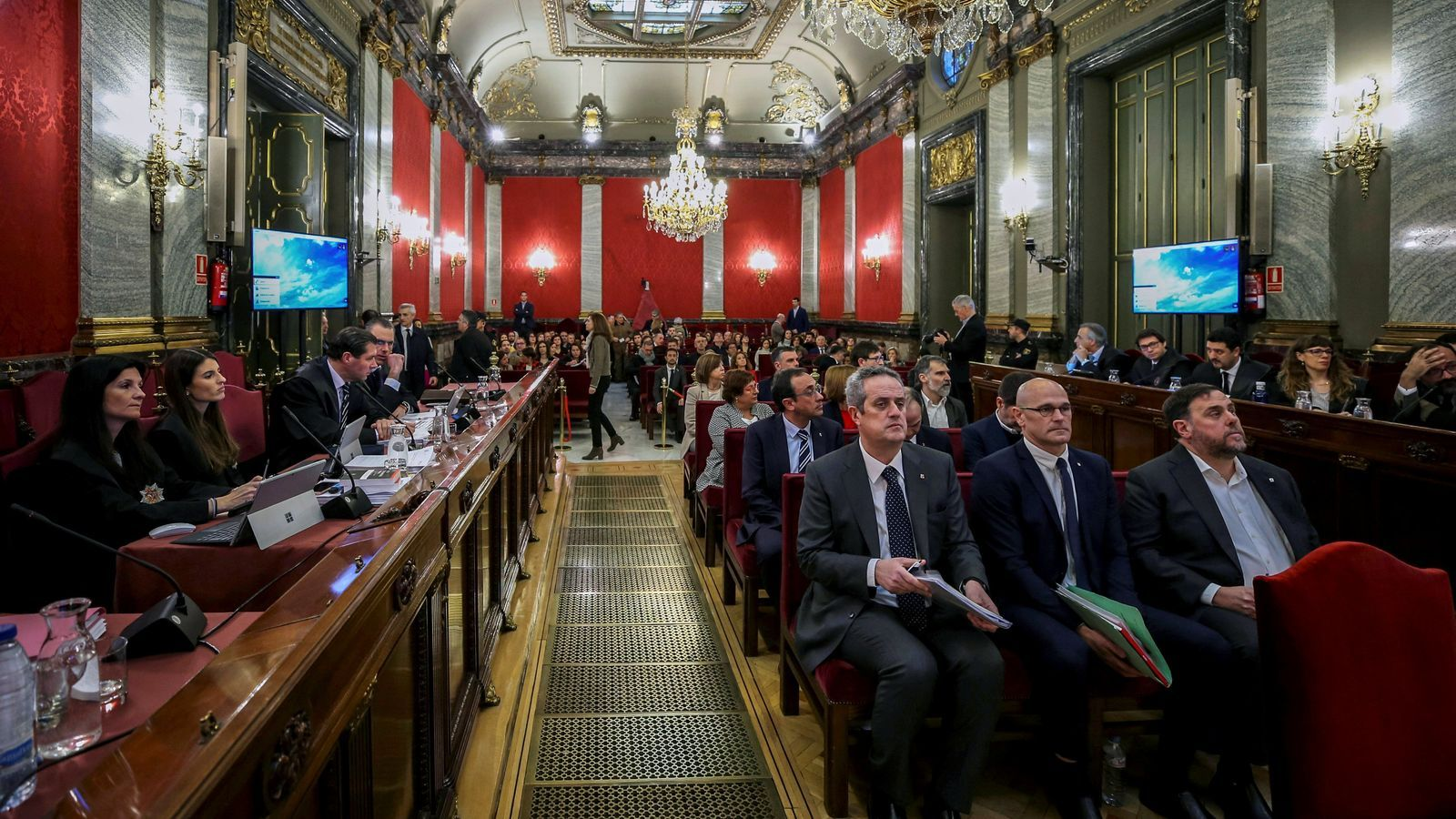 Els presos i acusats en la primera sessió del judici al Procés