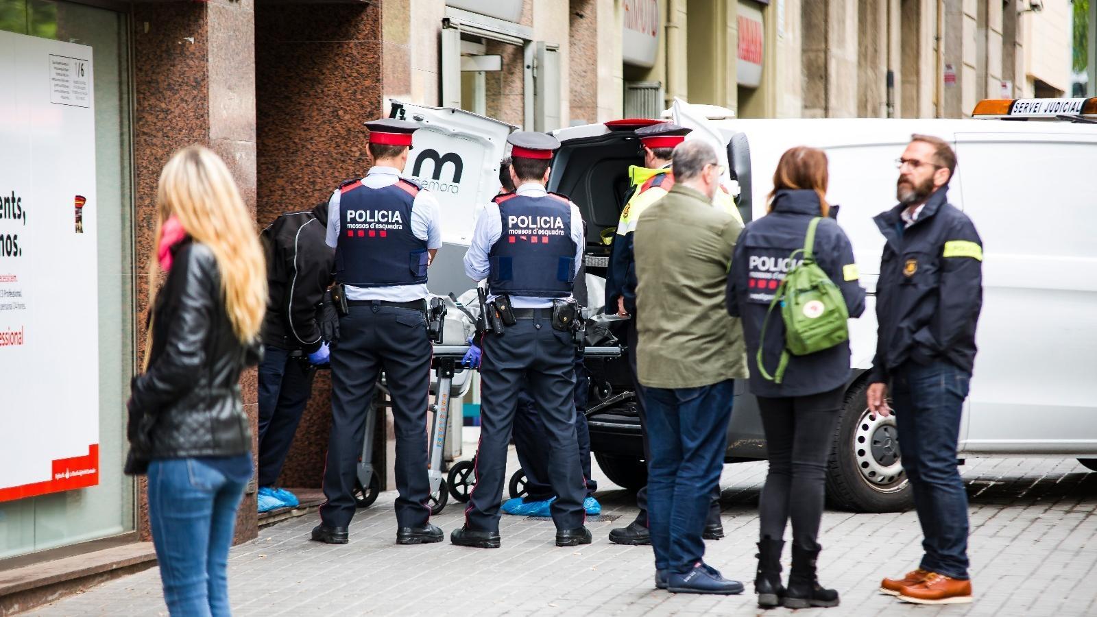 Mor un home tirotejat en un pis a l'Eixample de Barcelona