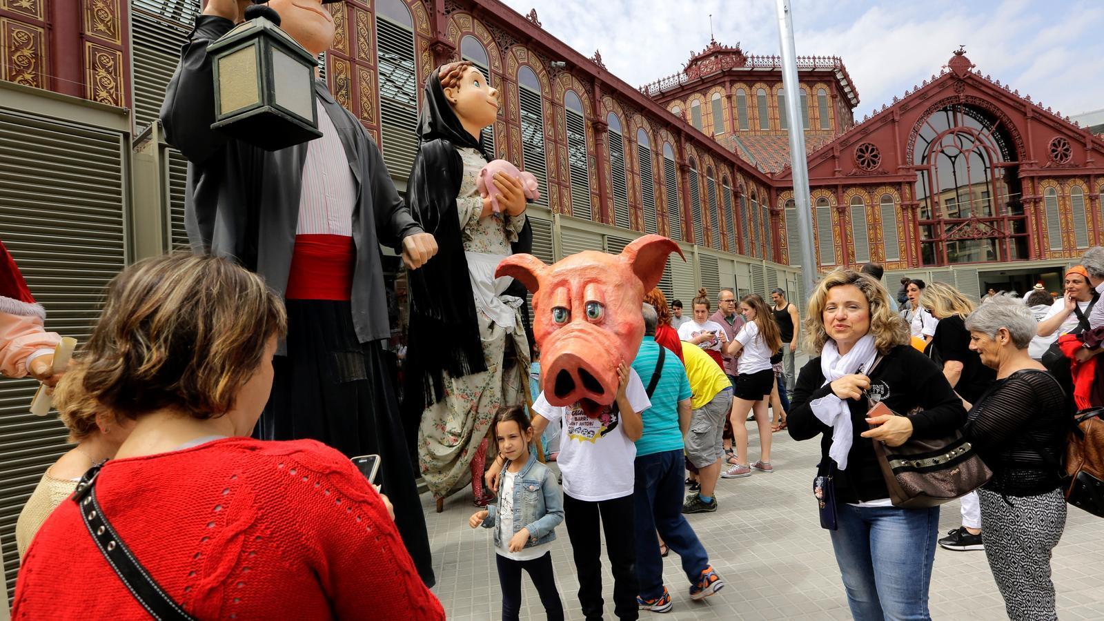 L'expectació desborda el nou Mercat de Sant Antoni