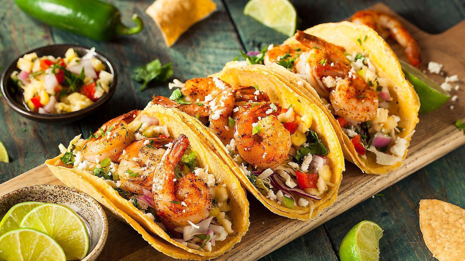 Un plat típic de tacos mexicans, un dels plats més coneguts de la cuina del país.