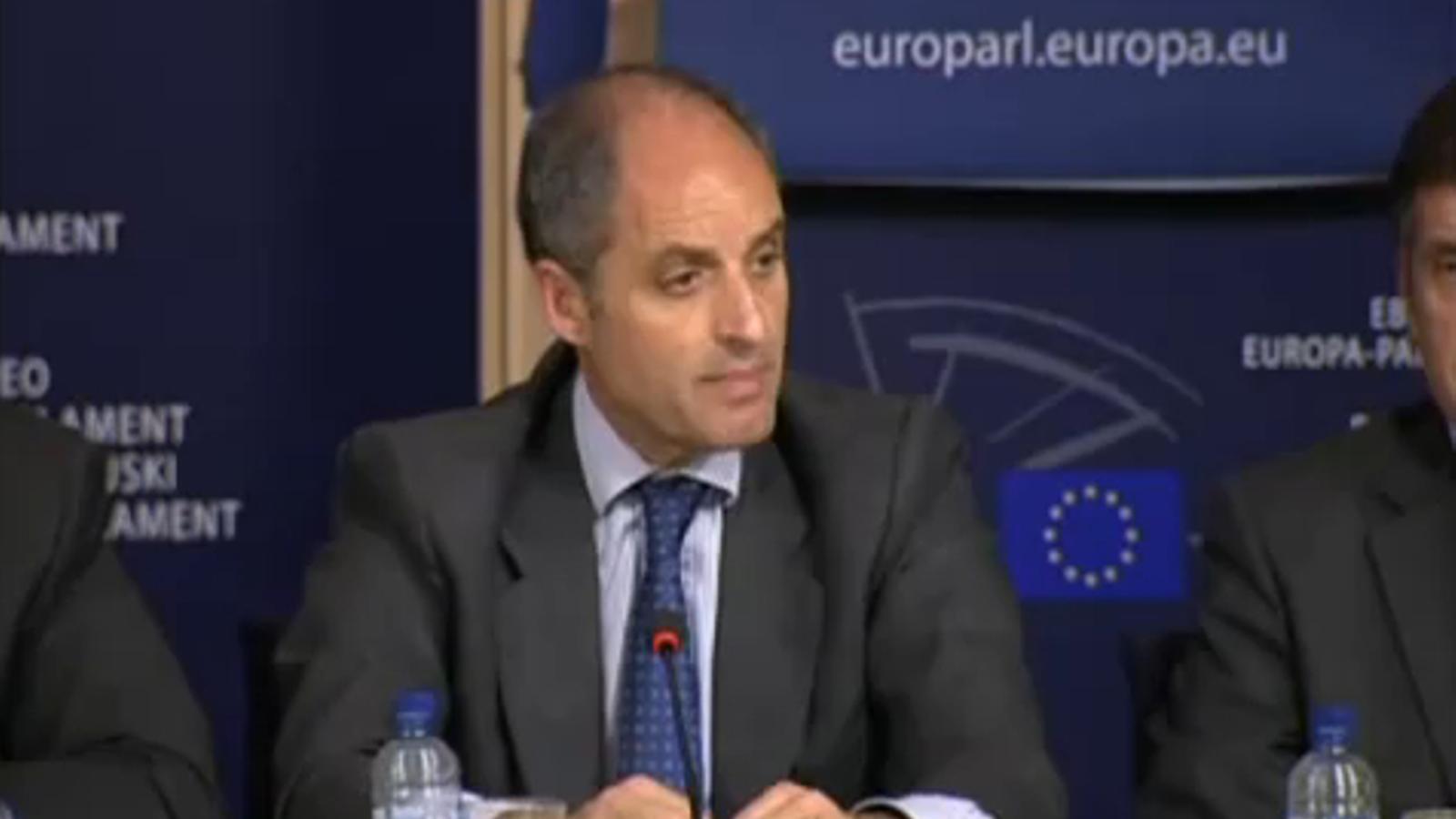 Un micròfon obert pesca un comentari de Francisco Camps: Mofar-me [de la premsa] em dóna vots