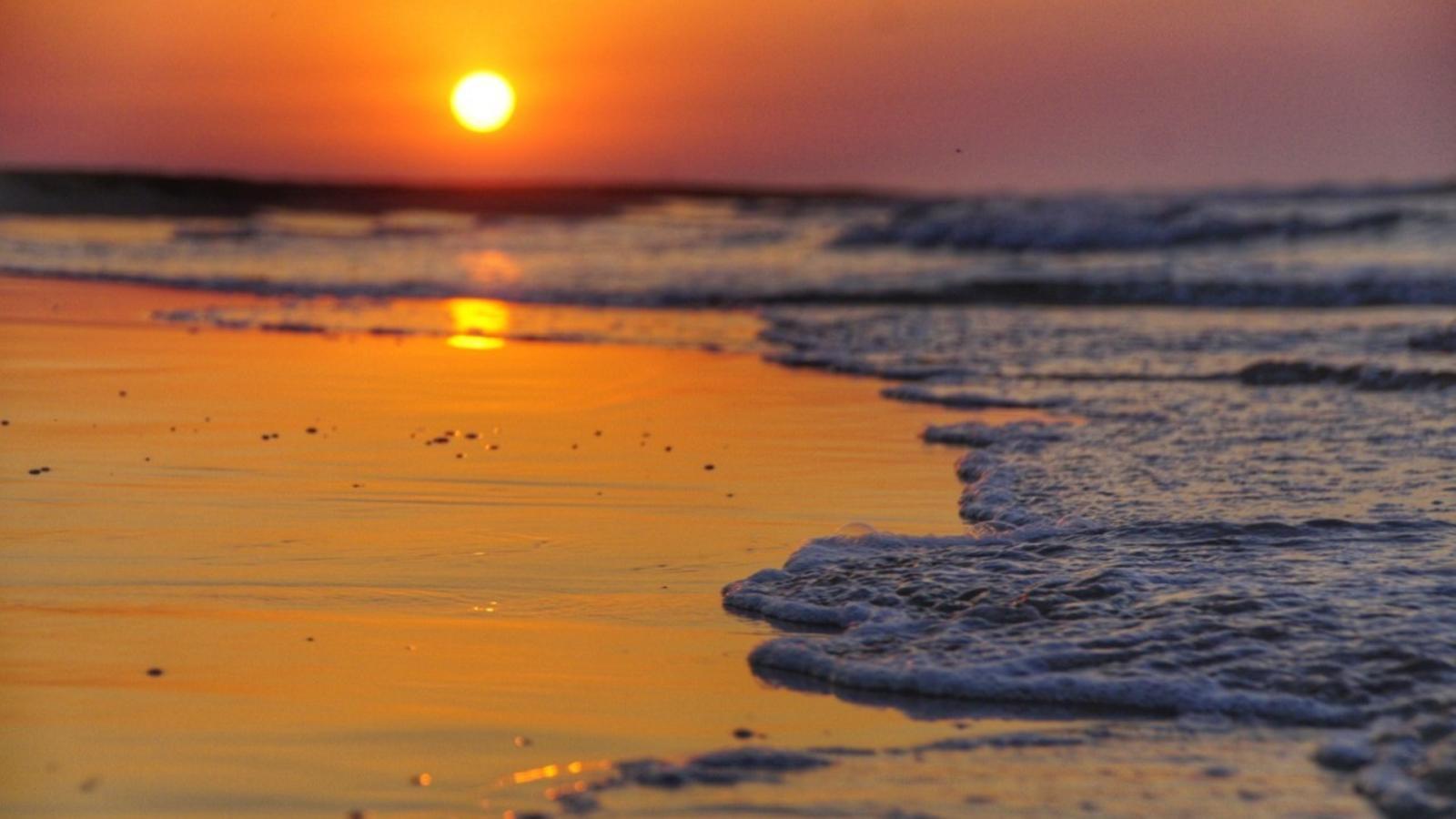 Sortida de sol a la platja del Serrallo, Sant Jaume d'Enveja