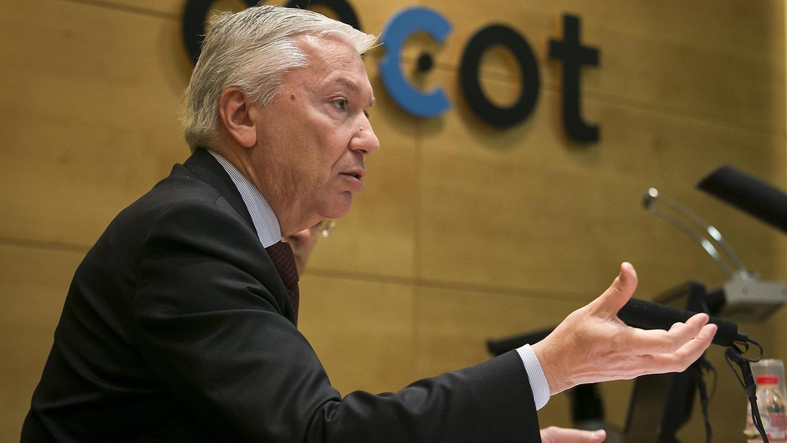 Antoni Abad, president de la Cecot, durant una trobada amb els mitjans de comunicació. / CRISTINA CALDERER