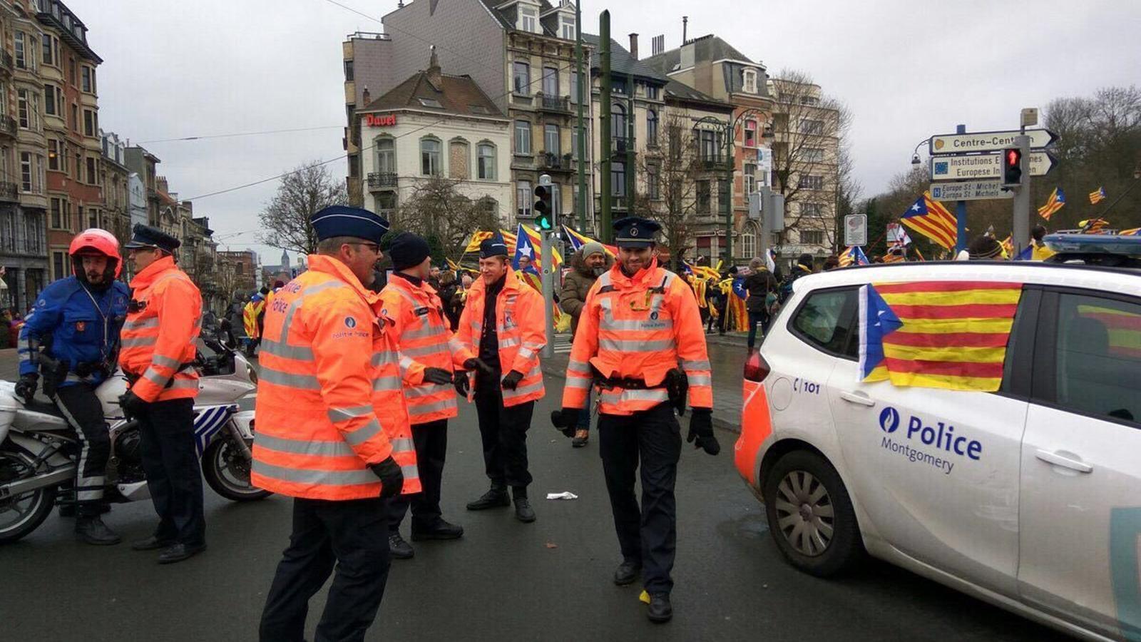 González Pons exigeix explicacions a Bèlgica per unes fotografies de cotxes de la policia amb estelades