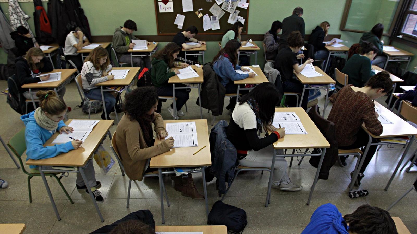 Un total de 59.423 alumnes de tot Catalunya van fer al febrer les proves de 4t d'ESO, com aquests de l'institut La Sedeta.