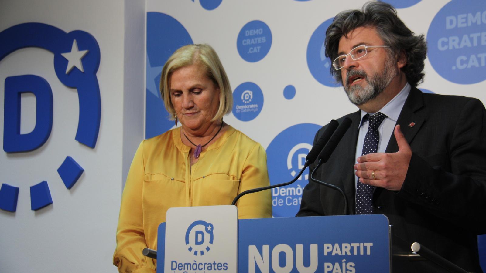 Les cares visibles de Demòcrates de Catalunya, Antoni Castellà i Núria de Gispert, en una roda de premsa a la seu del partit a principis de maig