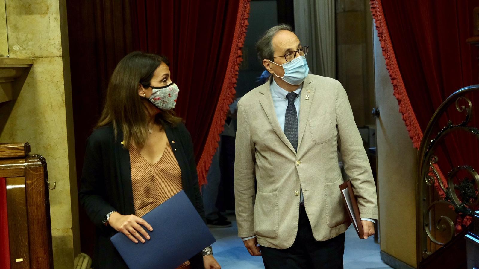 El president de la Generalitat, Quim Torra, i la portaveu del Govern, Meritxell Budó, arriben al Parlament per participar del ple monogràfic sobre la situació de les residències de gent gran