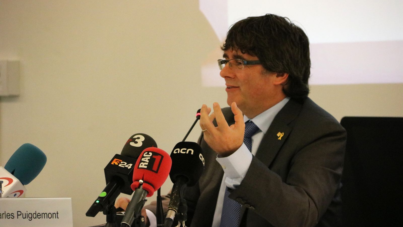 """Puigdemont creu que """"són els ciutadans"""" els que han de decidir si deixa l'escó"""