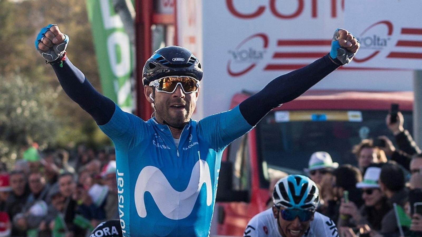 El murcià Alejandro Valverde celebrant el triomf a la segona etapa de la Volta, a Valls.