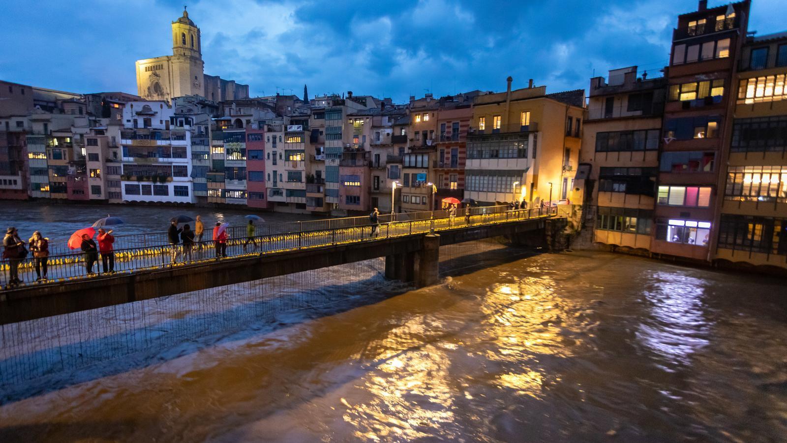 El llarg i intens temporal deixa els rius al límit i la mobilitat tocada